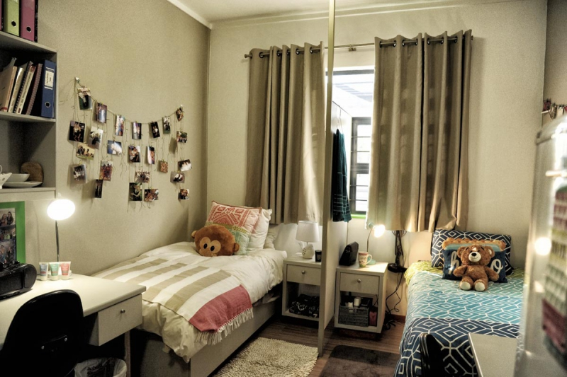 Isa-Carstens-Pretoria-Campus-Residence-Accommodation-Room-with-divider2